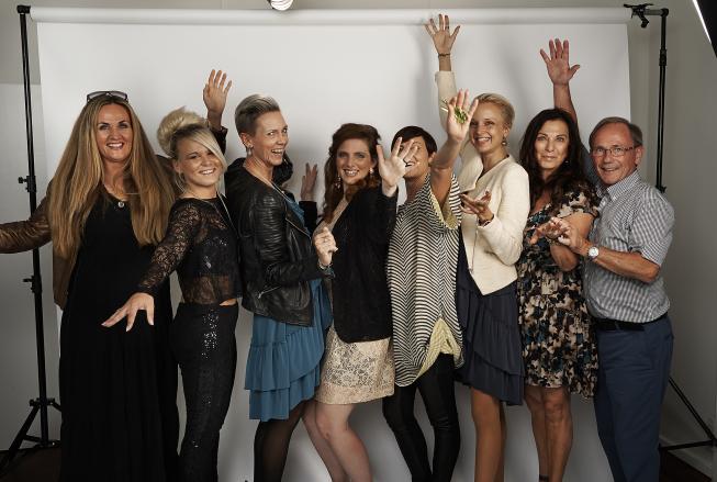 Makeover vindere og crew vinker